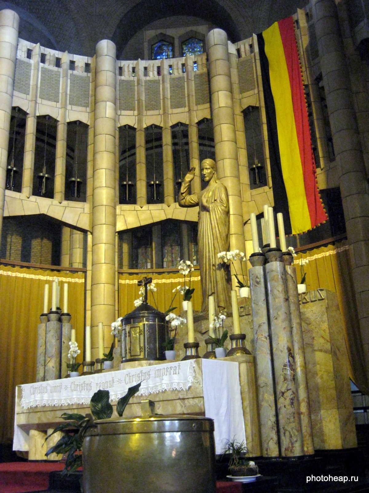 Brussels - Basilica Christ statue.