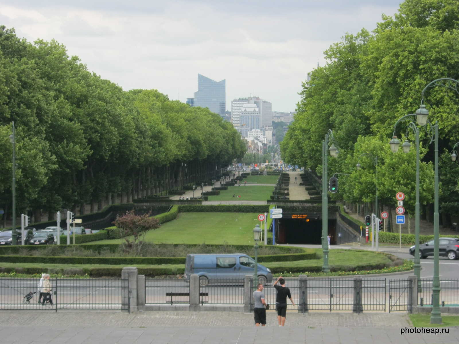 Brussels - Basilica park and tonnels