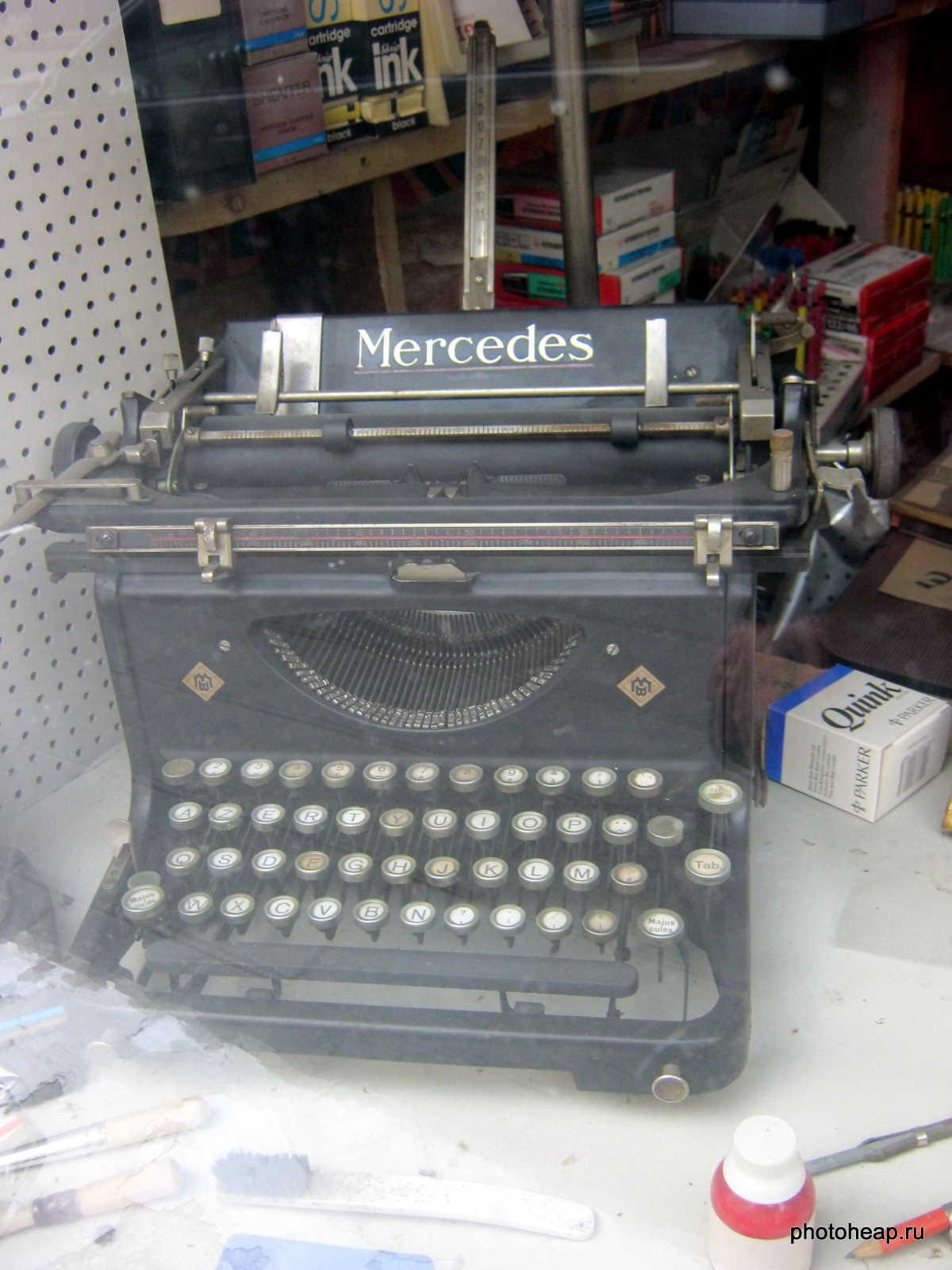 Brussels - Mercedes typewriter