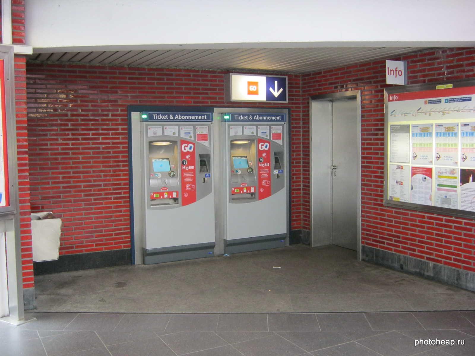 Brussels - Metro ticket machines