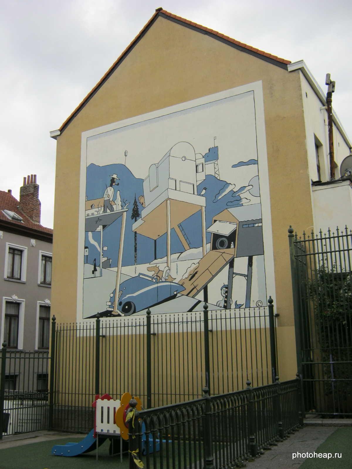 Комиксы на стене дома в Брюсселе