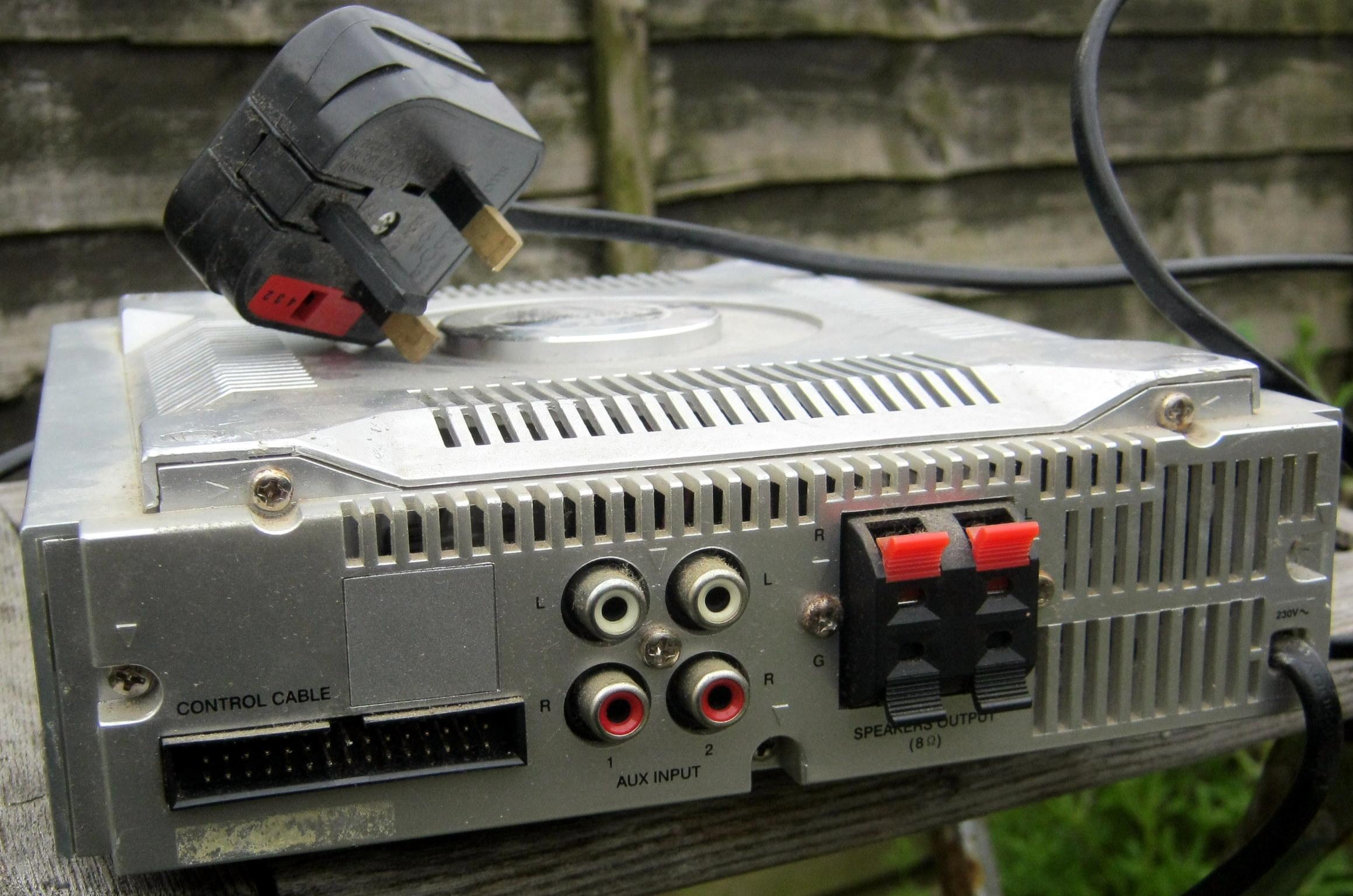 Hitachi AX-M68 amplifier rear