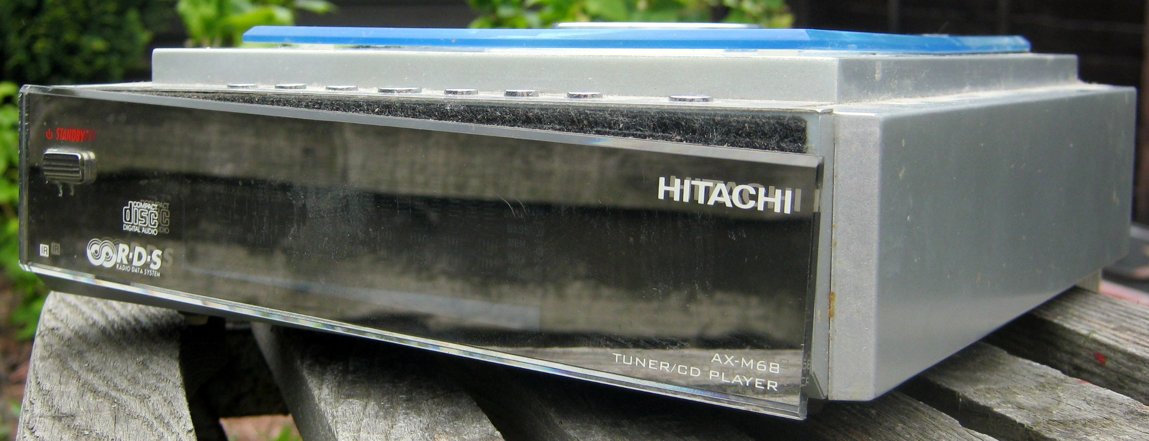 Hitachi AX-M68 Tuner/CD player front