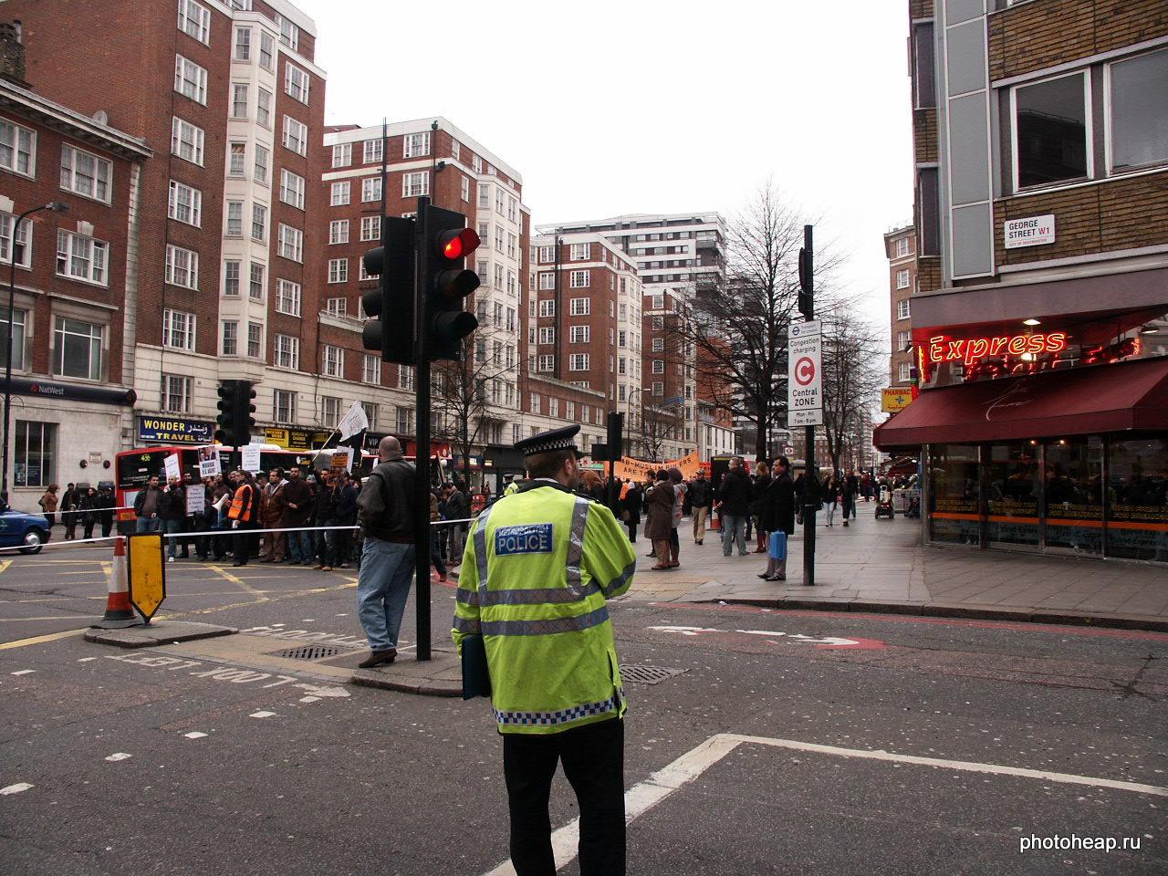 Полицейский на демонстрации